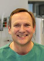 Chefarzt Dr. med. (l) Hans-Arndt Medert